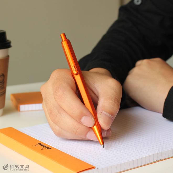握りやすい六角形のペン軸