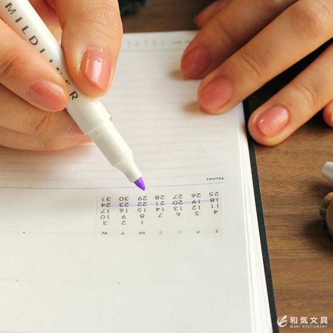 どんな紙にもカレンダーが貼れる