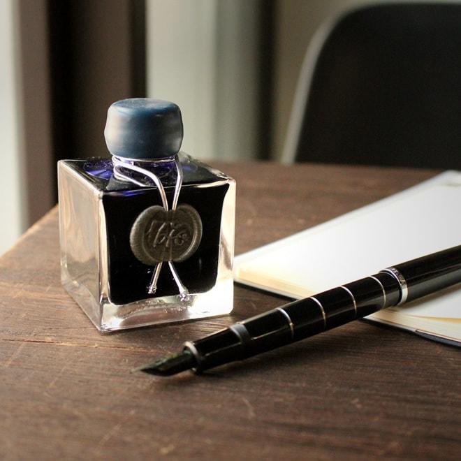 手帳と万年筆。インクで気分を変える。